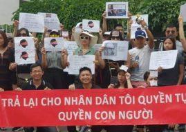 Biểu tình phản đối đại biểu QH Nguyễn Văn Thân