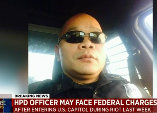 Cảnh sát viên gốc Việt ở Houston xâm nhập Quốc Hội ngày bạo loạn